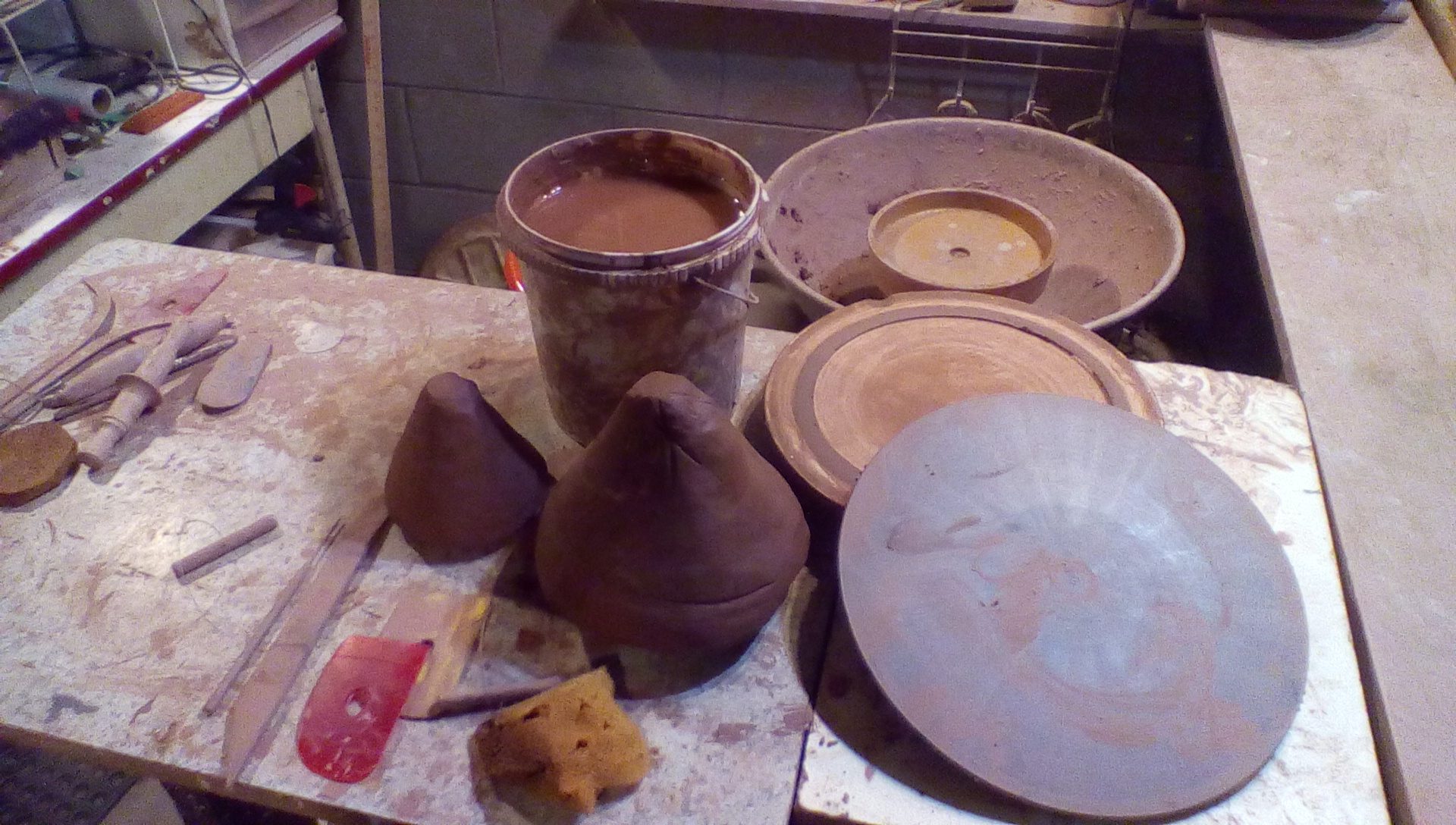 clay and pottery tools